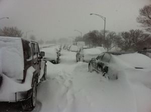 640px-Cars_stuck_on_Lake_shore_drive_Chicago_Feb_2_2011_storm